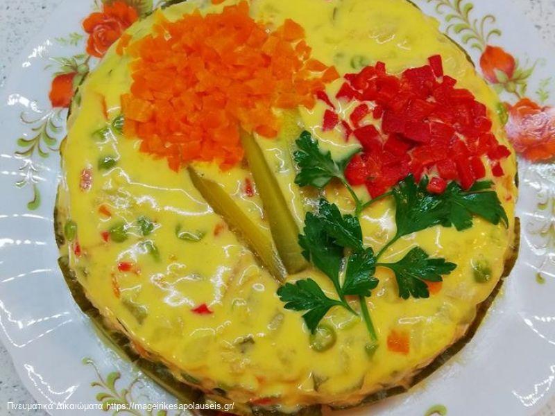 Παραδοσιακή πρωτοχρονιάτικη σαλάτα.