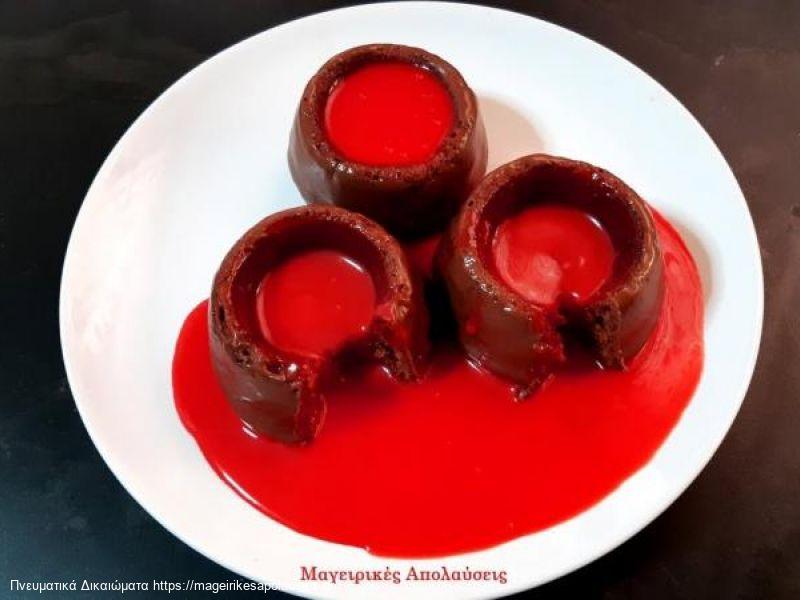 Εύκολα Cupcakes (Κάπκεικ) σιροπιαστό με πραλίνα, άγριο βύσσινο και ρευστή σοκολάτα χωρίς μίξερ