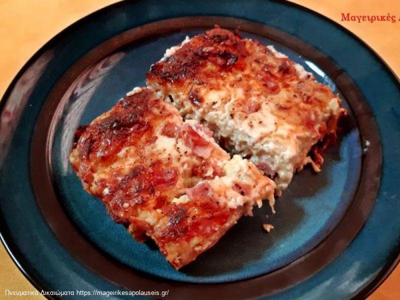 Πανεύκολο σουφλέ με ψωμί του τοστ με τυριά και αλλαντικά