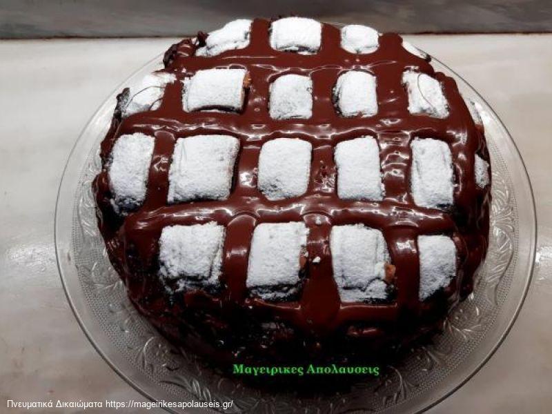 Κέικ με κρέμα σοκολάτας. Η τρούφα μέσα το απογειώνει