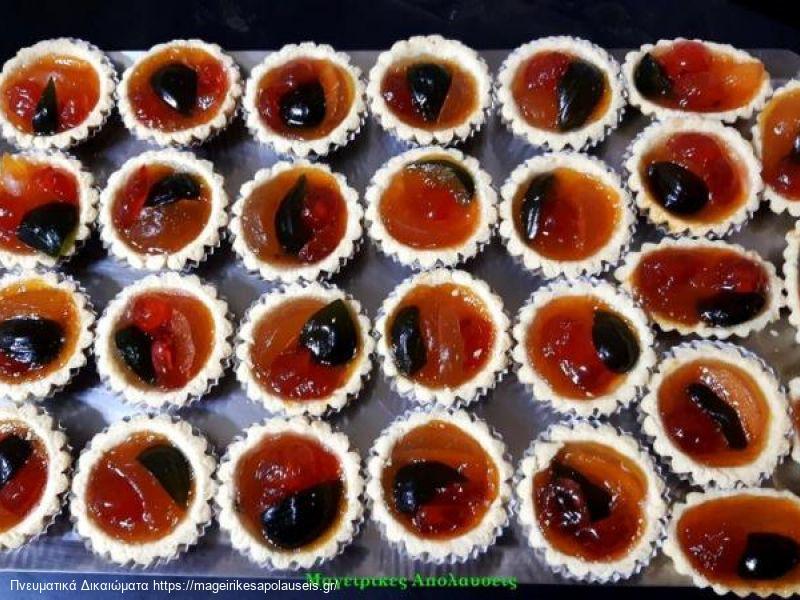 Ατομικά ταρτάκια με ζύμη μπισκότου και γέμιση μαρμελάδα και γλυκά του κουταλιού
