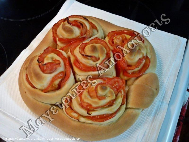 Ψωμί γεμιστό με ντομάτα νηστίσιμο. ΝΤΟΜΑΤΟΨΩΜΟ