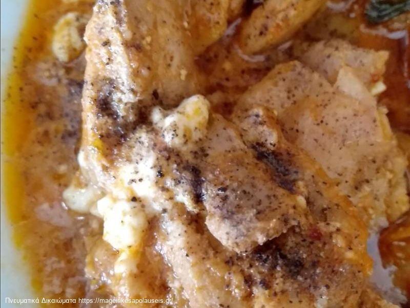 Τηγανιά κοτόπουλο με σάλτσα ντομάτας και φέτα της Λίνας